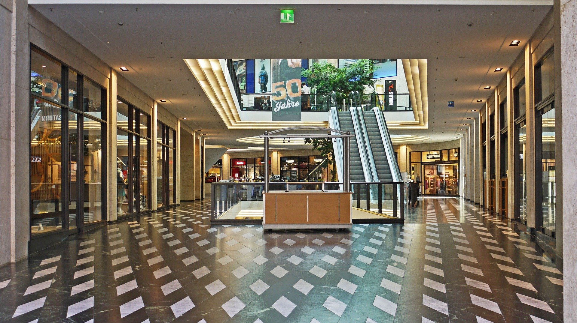 How To Leverage Video Wall Displays for Retail Applications
